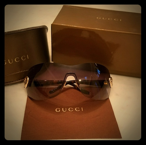 dfd9e47bbc8 Gucci Accessories - Gucci Women s Brown Tortoise Shield Heart Sunglass